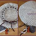 木の実のチャーム付き編みベレー