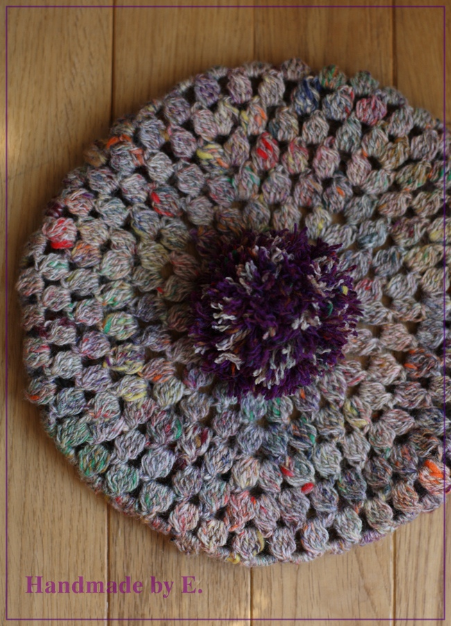 スラブベージュの編みベレー