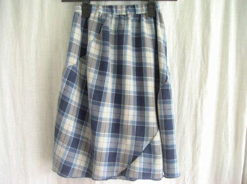 13 ③斜めの切り替えスカート 後ろ