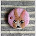 羊毛フェルトブローチ ピンクウサギ
