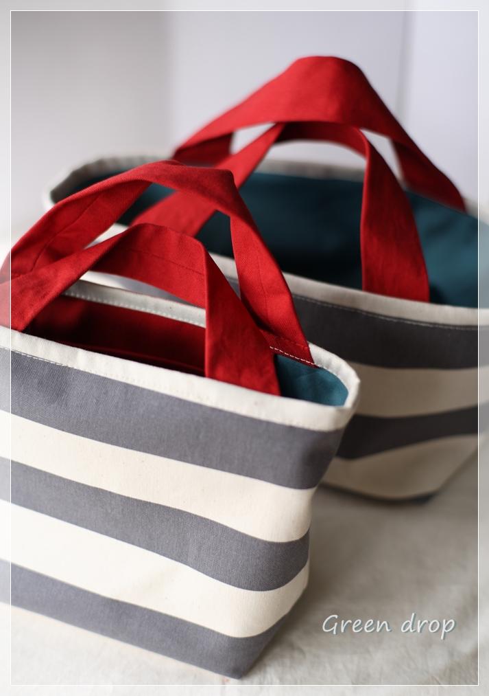 グレーボーダーの帆布バッグ