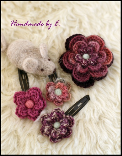 編み編み花ピンとコサージュ