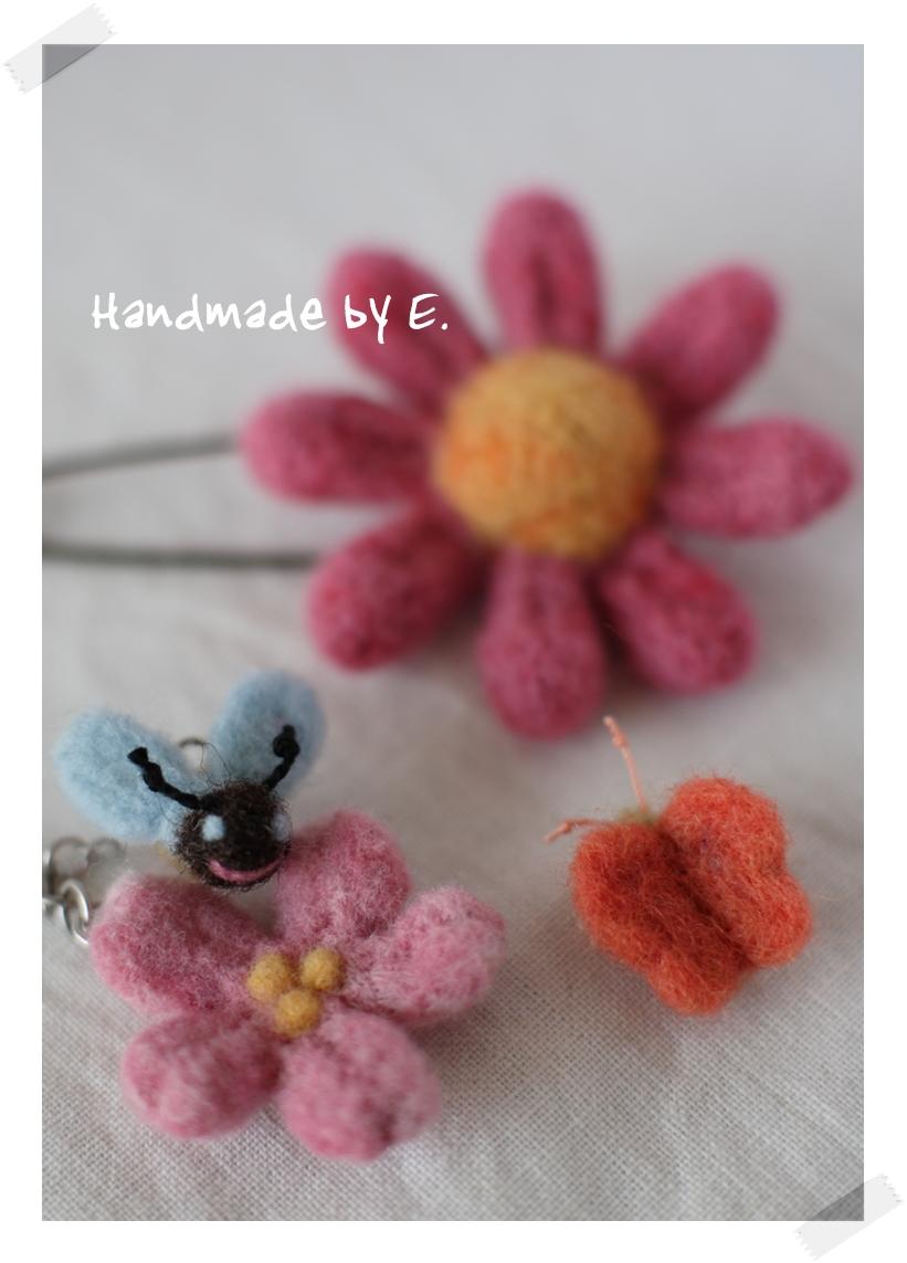 羊毛フェルトのお花ストラップ