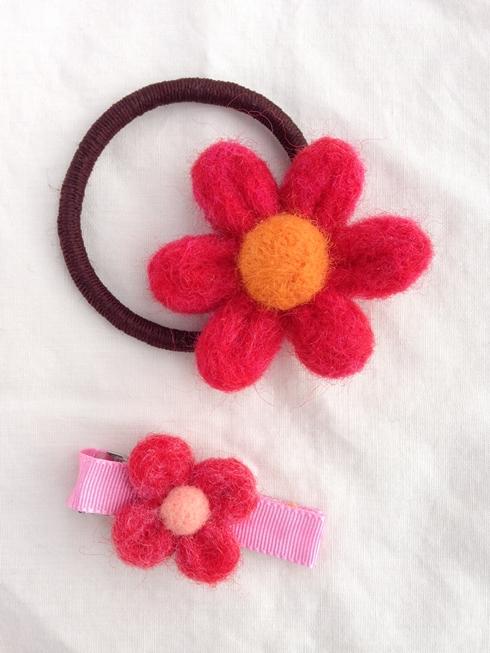 羊毛フェルトのお花ヘアゴムとヘアピン