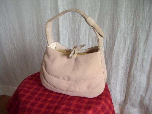 ウールのミニハンドバッグ